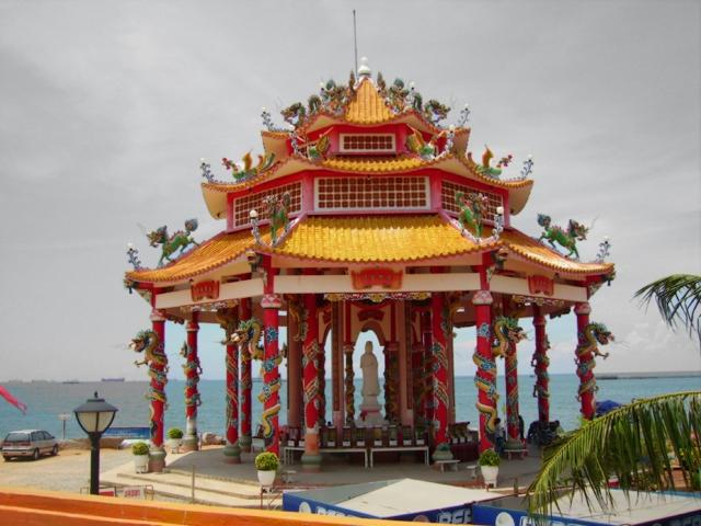 Wat Ko Loi Temple in Si Racha, Thailand
